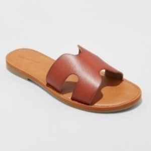 Universal Thread Size 7 or 11 Brown/Red Sandals